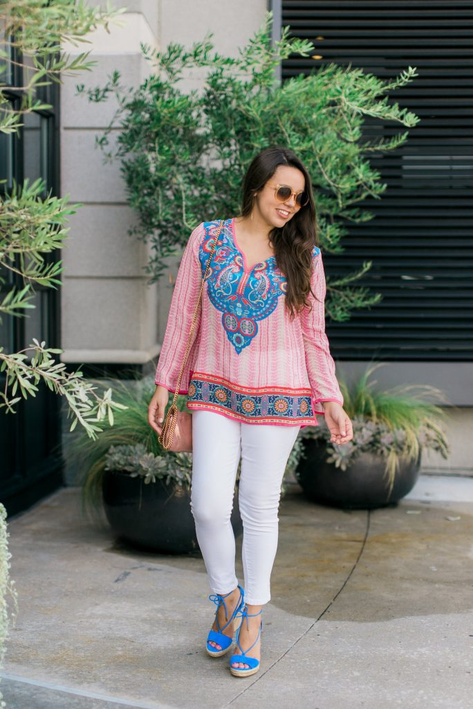 Printed tunic and white denim