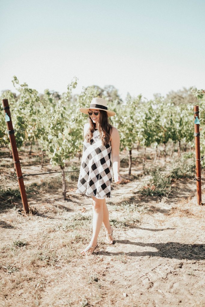 gingham dress at vineyards | what to wear in wine country
