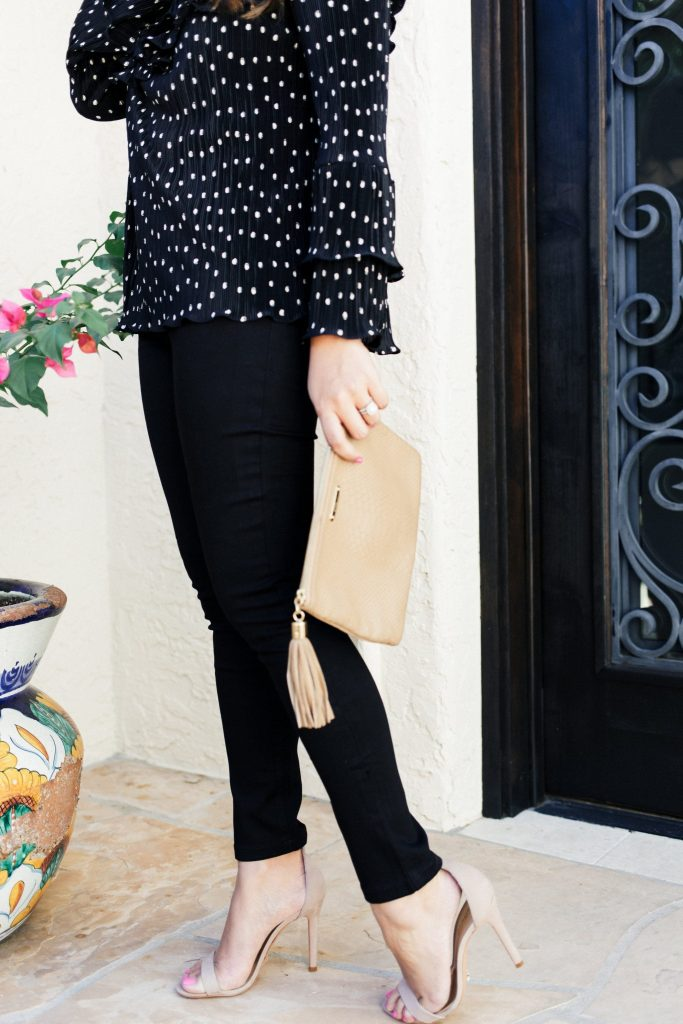black top and jeans for fall