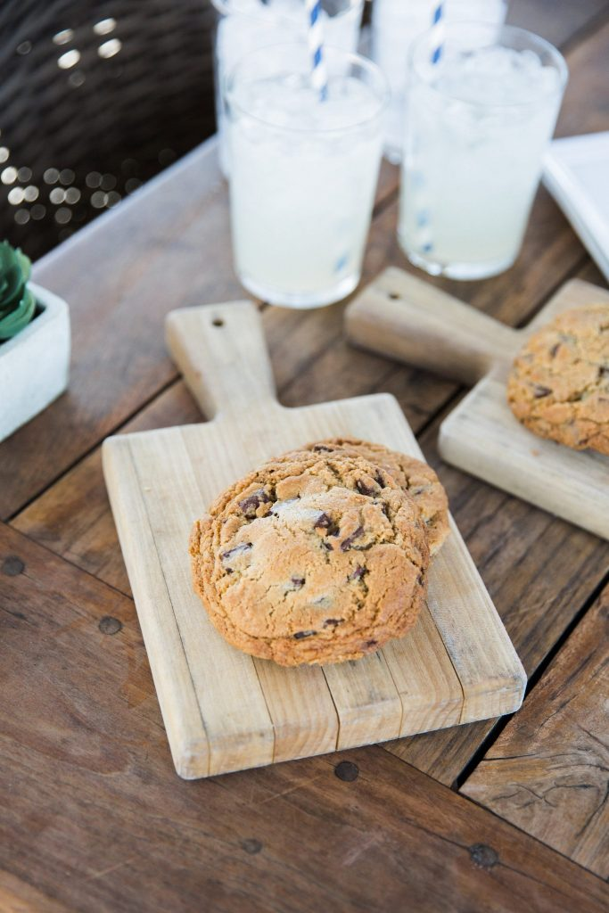 tiny-boxwoods-chocolate-chip-cookies