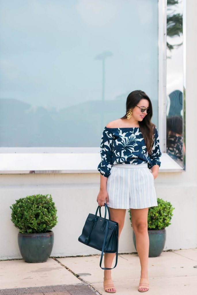Navy blue pattern mixed outfit