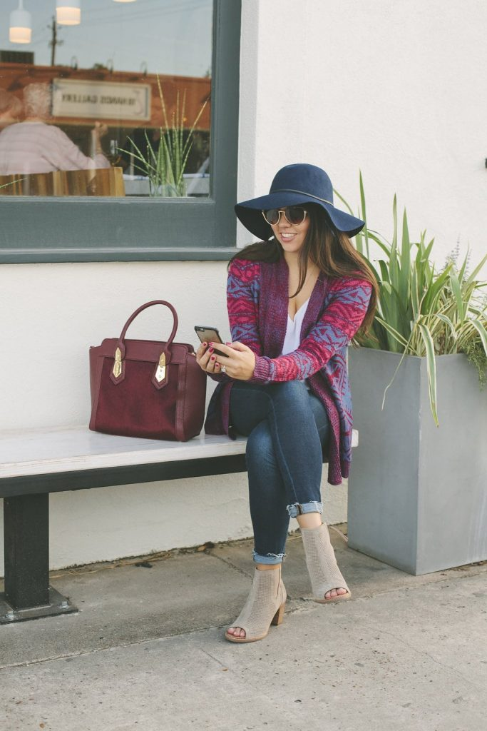 Burgundy and navy fall outfit idea