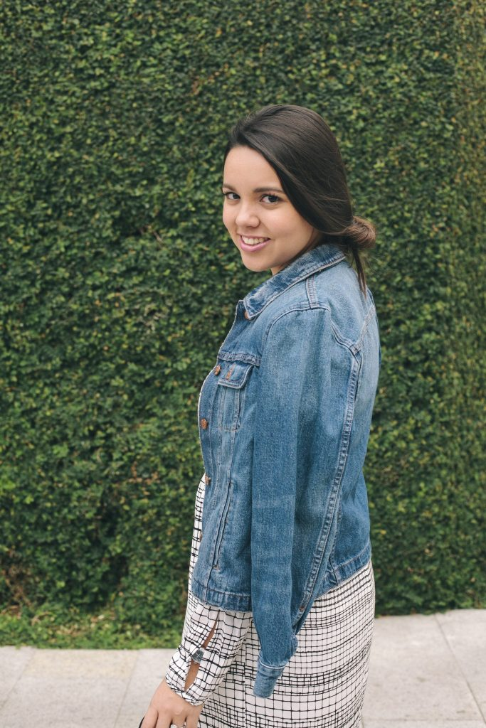 how to wear a denim jacket over your shoulders