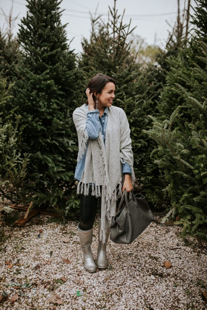 How to wear silver Hunter boots with a casual outfit