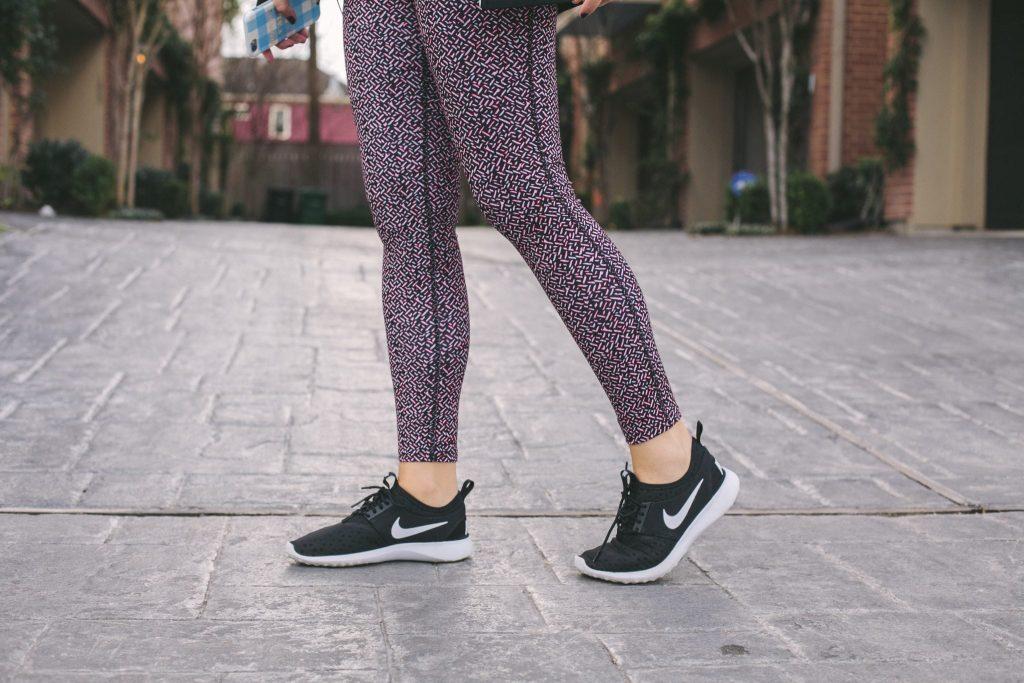 Women's Nike sneakers, Juvenate black