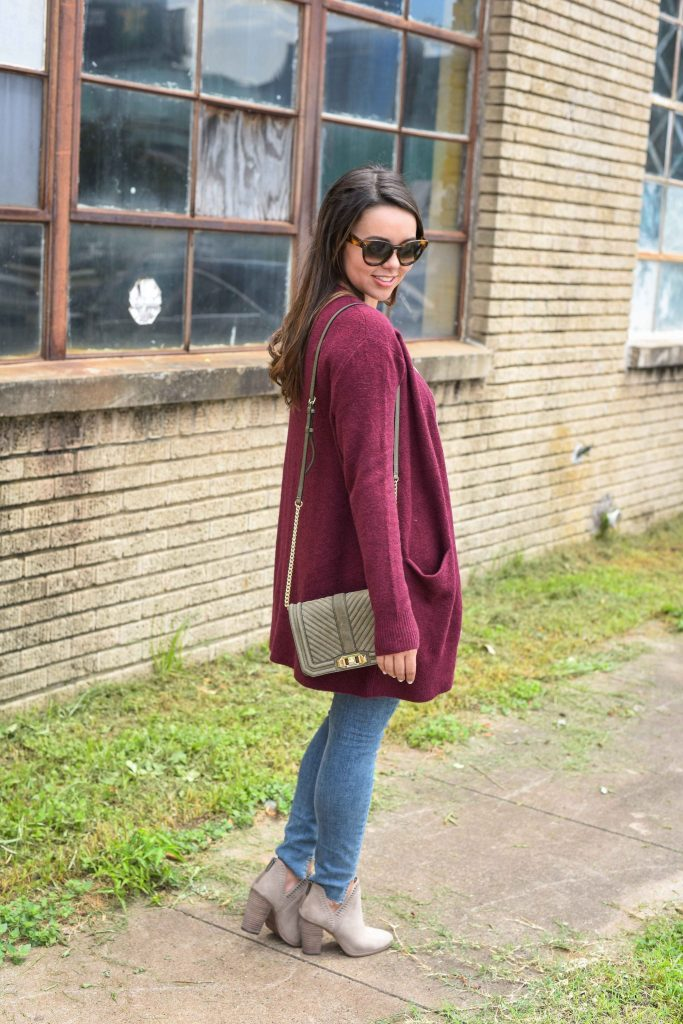 go-to fall outfit | maroon cardigan for fall