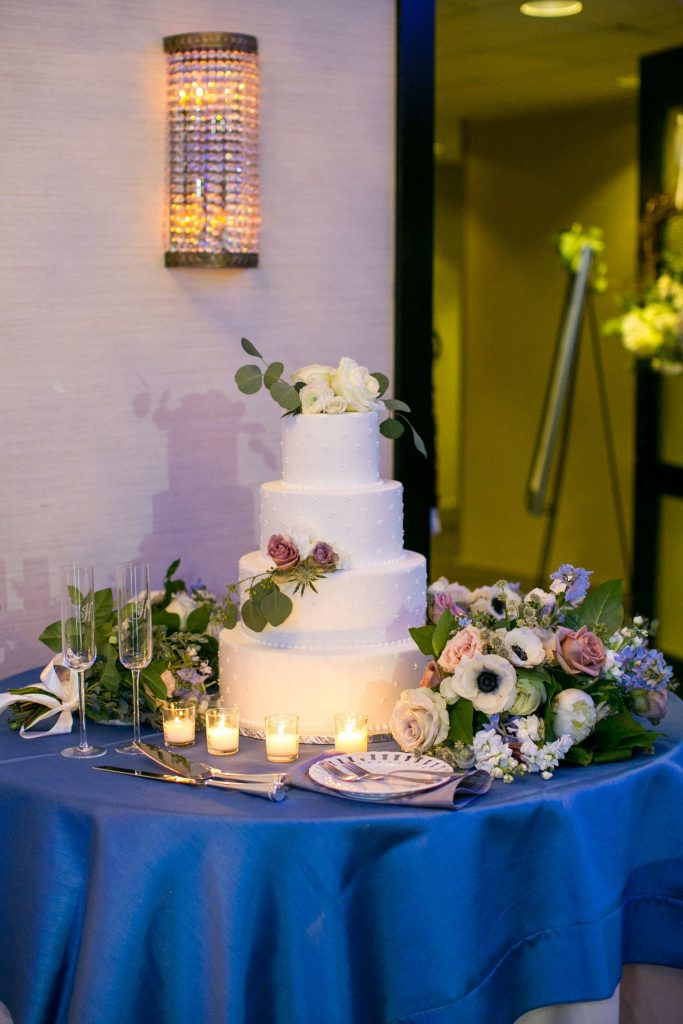 Classic and elegant wedding cake, floral wedding cake