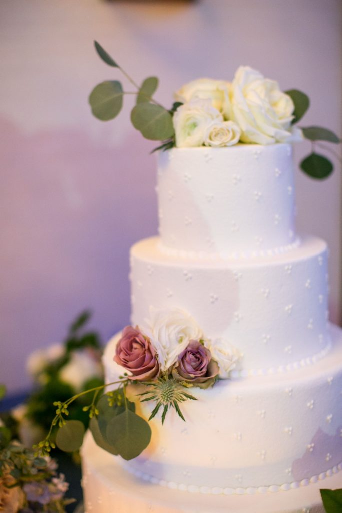 classic round wedding cake, floral wedding cakes