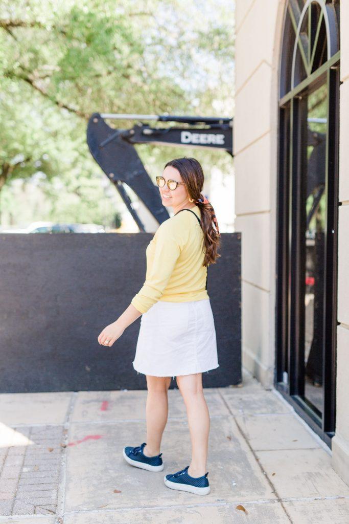 white denim skirt, how to wear jean skirts