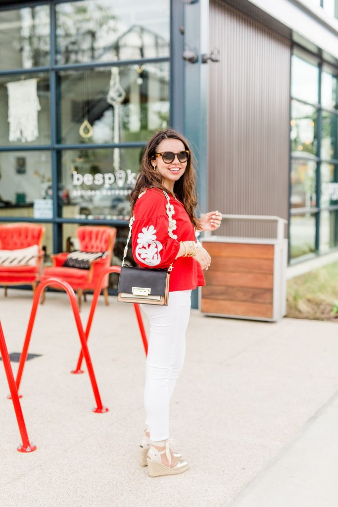 how to wear white jeans, summer jeans outfits
