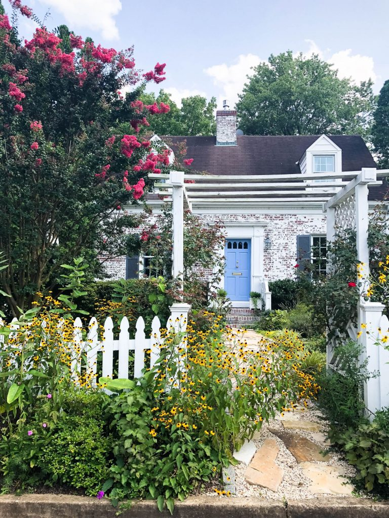 Charming cottage, curb appeal in Arlington, VA