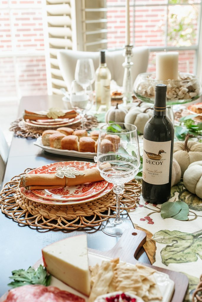 Chic and classic Thanksgiving tablescape
