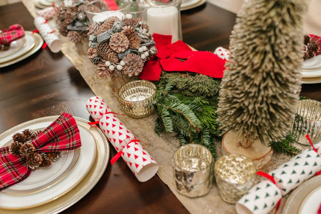 Simple Christmas tablescape ideas