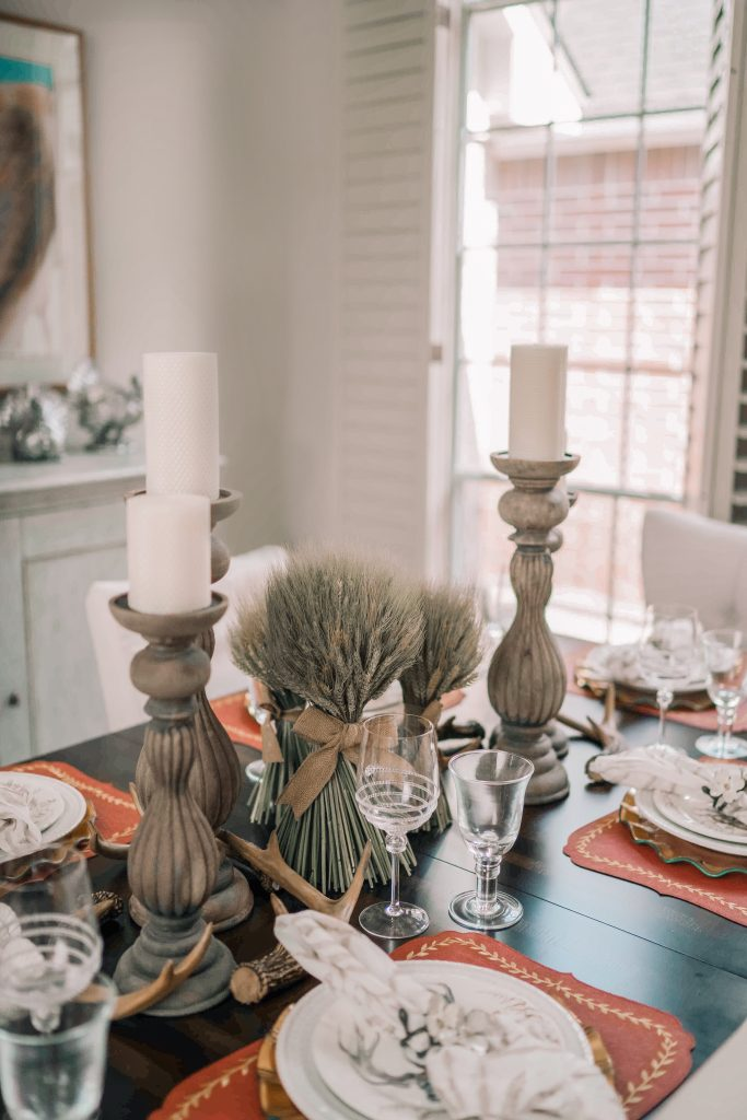 Elegant Thanksgiving tablescape for autumn