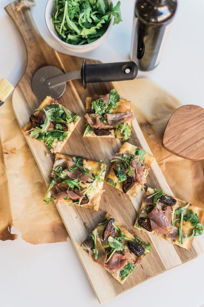 Easy to make Prosciutto, Fig and Arugula flatbread pizza