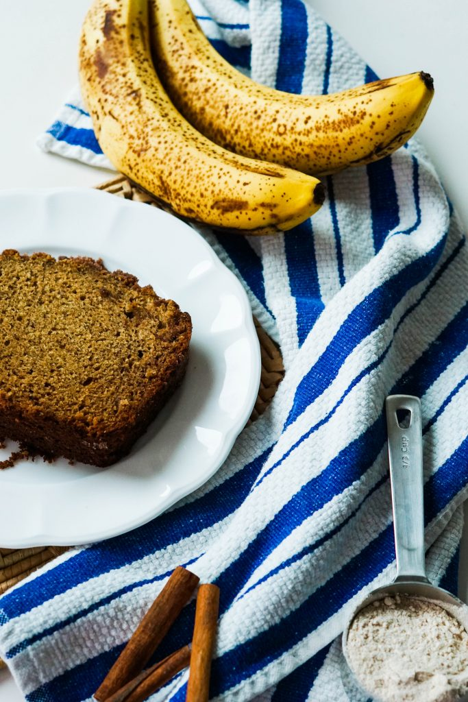 Cinnamon banana bread that's easy to make