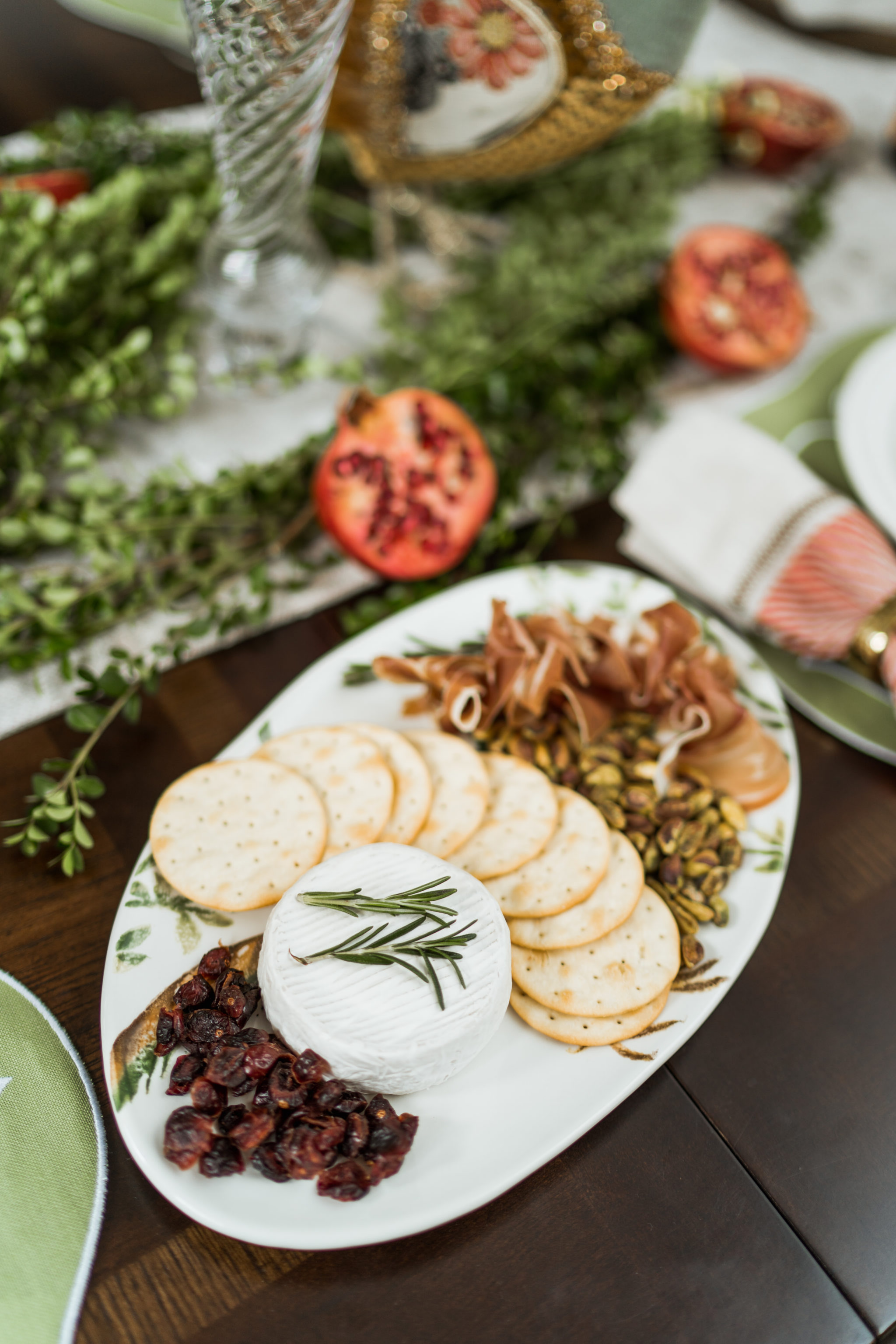 Thanksgiving entertaining ideas and tablescape
